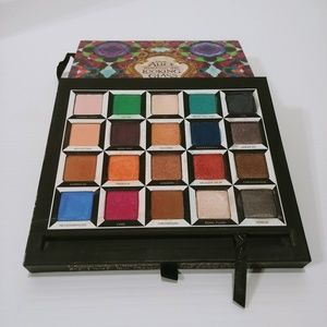 Urban Decay Disney Alice Through the Looking Glass